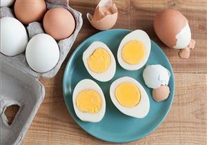 هل تناول البيض يوميًا يرفع مستوى الكوليسترول في الدم؟