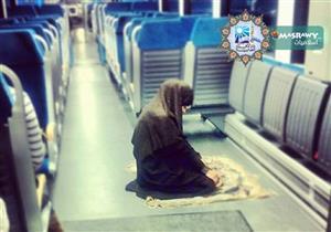 الصلاة في القطار المتحرك .. المفتي يوضح