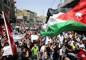مسيرة في عمان تتهم الحكومة الأردنية ببيع مؤسسات الدولة