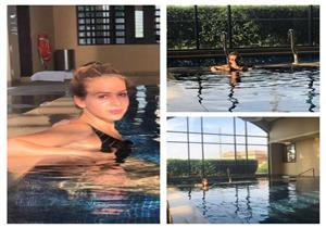 بالصور.. جميلة عوض في جلسة تصوير جديدة على حمام السباحة
