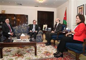 رئيس الوزراء الأردني: نعمل على الاستفادة من خبرات مصر في مجال البترول