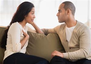 لماذا نستمر في علاقات عاطفية لا نكون سعداء بها؟