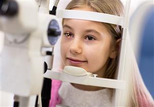 يصعب اكتشافه.. إليك مخاطر تجاهل كسل العين عند الأطفال