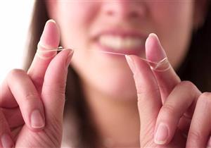 احذر.. 5 مخاطر لاستخدام الخيط العادي في تنظيف الأسنان