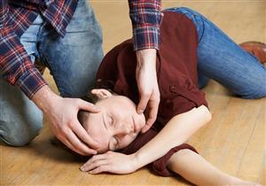 لسلامة المريض.. نصائح للتعامل مع نوبات التشنجات اللاإرادية