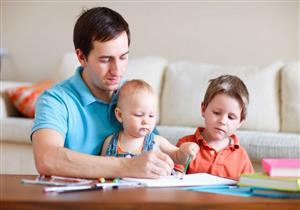 إرشادات لتعزيز العلاقة بين الأب وأطفاله (صور)