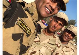 محمد رمضان ينشر صورته بالزي العسكري