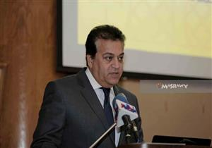 """وزير التعليم العالي يستعرض تقريرا بشأن """"الملتقى العربي للإبداع"""""""
