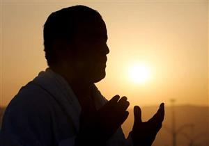 من أذكار الصّباح: اللَّهُمَّ احْفَظْنِي مِنْ بَينِ يَدَيَّ وَمِنْ خَلْفِي وَعَنْ يَمِينِي وَعَنْ شِمَالِ
