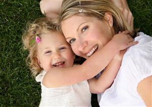 هل تنقل الأمهات مهارات العلاقات العاطفية إلى الأطفال؟