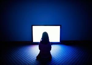 التليفزيون مربية خادعة تدمر طفلك (حقائق وأرقام)