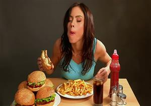 8 إجراءات بسيطة للسيطرة على الشره لتناول الطعام