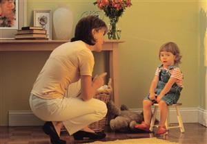 تهديد الطفل بوالده يؤثر على تربيته بالسلب.. إرشادات ضرورية