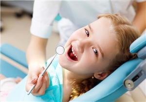 سوء إطباق أسنان الطفل يؤثر على نطقه ومظهره.. هل يمكن تجنبه؟