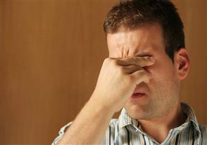 هل تشعر بألم شديد في العين؟.. احذر هذا المرض