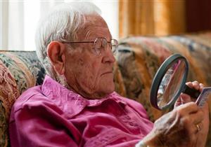 التقدم في العمر يؤثر على صحة العين.. علامات خطر