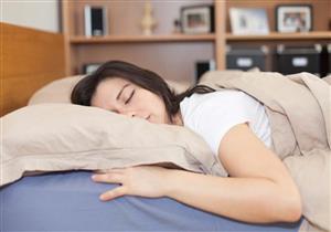 احذر.. النوم على البطن يسبب لك هذه المشاكل