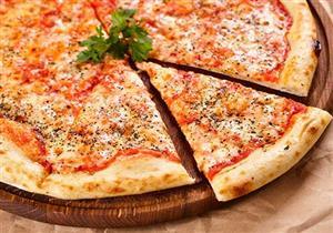 """ماذا يحدث لجسمك عند تناول """"البيتزا""""؟"""