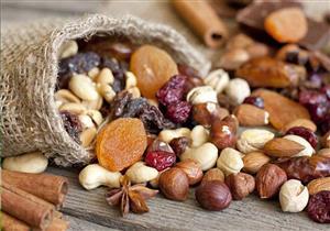 منها الفواكه المجففة والمكسرات.. 7 أطعمة يمكن للنباتيين تناولها في رمضان