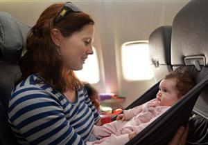 طرد سيدة وطفلها من الطائرة بسبب مرض نادر