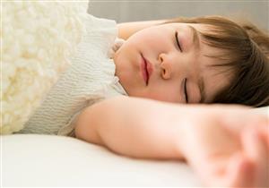 كيف يؤثر نوم طفلك على وزنه في المراهقة؟