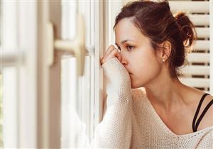"""8 مشاكل نفسية تحدث بسبب """"الكتمان"""".. (انفوجراف)"""