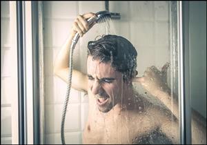 فوائد متعددة للاستحمام قبل النوم.. هل تفضل هذا التوقيت؟