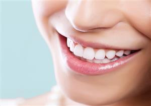 الفرق بين تنظيف الأسنان وتبييضها.. هكذا تتجنب تغيرها