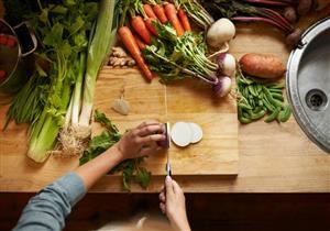 علميًا.. هل إعداد الطعام في المنزل صحي مقارنة بالمطاعم؟