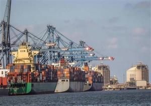 بعد تحسن الطقس.. ميناء دمياط يستقبل 4 سفن ويصدر 10 آلاف طن ملح