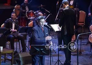 """بالصور.. هاني شاكر يحتفل بعيد الحب في الأوبرا بأغنية """"وعد مني"""""""