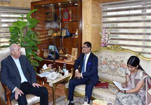 بالصور.. محافظ أسوان يبحث التعاون الثنائي مع السفير الهندي