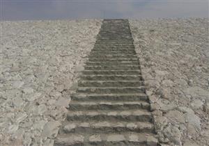 بالصور.. سكرتير محافظ أسيوط يتفقد مخرات السيول