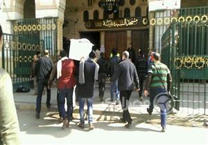 بالصور- جثمان محمد متولي يصل مسجد السيدة نفيسة لأداء صلاة الجنازة عليه