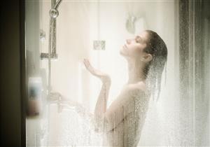 تستحم بالماء الساخن؟.. نصائح للتغلب على أضراره