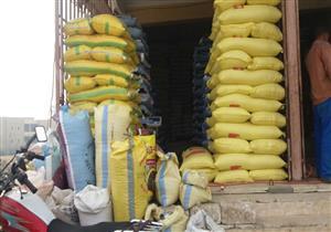 بالصور.. الزراعة تغلق منفذ بيع مبيدات في الفيوم