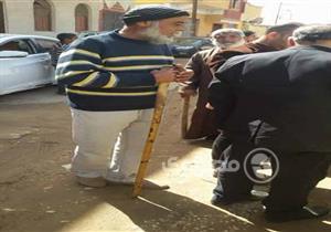 بالعصي والشوم.. أهالي يقتلون كلبا ضالا في الإسماعيلية (صور)