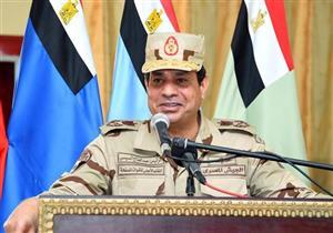 """""""الرئاسة"""" توضح سبب ارتداء السيسي الزي العسكري في سيناء"""