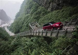 """بالفيديو.. رينج روفر سبورت الجديدة تنجح في تحدي """"التنين الصيني"""""""