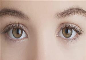هل تُنذر البقع السوداء أو البنية في بياض العين بمشكلة؟