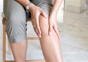 هل الجلوس لفترات طويلة يسبب خشونة الركبة؟