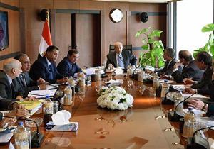 شريف إسماعيل يجتمع بوزراء البترول والتعليم والنقل