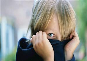 كيف تتعاملين مع طفلك الانطوائي؟