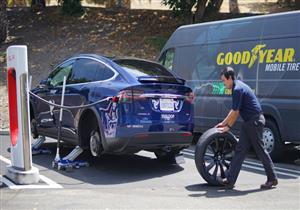 """لماذا حذرت """"جوديير"""" من استخدام الإطارات العادية بالسيارات الكهربائية؟"""