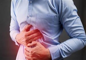منها انتفاخ البطن والإمساك.. أعراض منذرة للإصابة بسرطان القولون