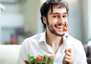 كيف يؤثر تناول الطعام ببطء في خسارة الوزن؟