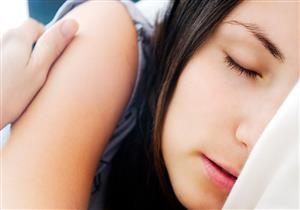 أسباب عض اللسان أثناء النوم وطرق التعامل معه