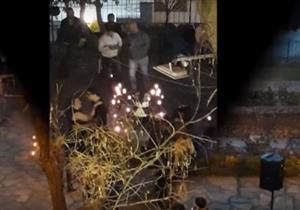 بالفيديو- دماء وجماجم وفستان أسود يثيرون الريبة في حفل زفاف بلبنان