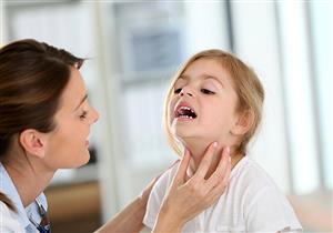 أسباب تضخم الغدد الليمفاوية برقبة الطفل.. متى يجب أخذ عينة؟