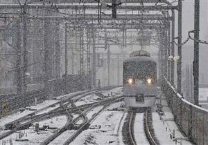 الجليد يتسبب في إلغاء رحلات قطارات وإغلاق طرق سريعة في إيطاليا